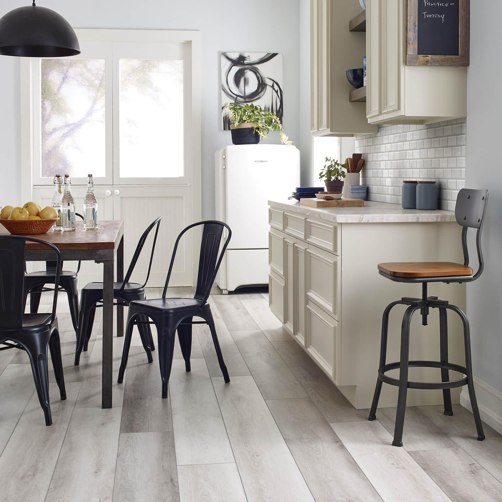 Farmhouse kitchen vinyl floring | Dolphin Carpet & Tile